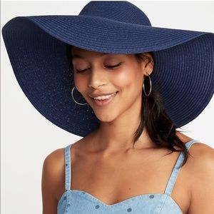 Old navy blue straw floppy hat! Worn once!